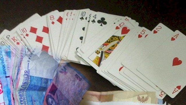 Main Judi Remi di Kebun Sawit, Ketua KIP Terancam Dicambuk 30 Kali