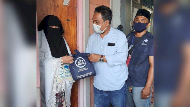 Warga Rusunawa Lette Makassar Senang dan Tersenyum Bahagia dapat Sembako dari Legislator Andre Tanta