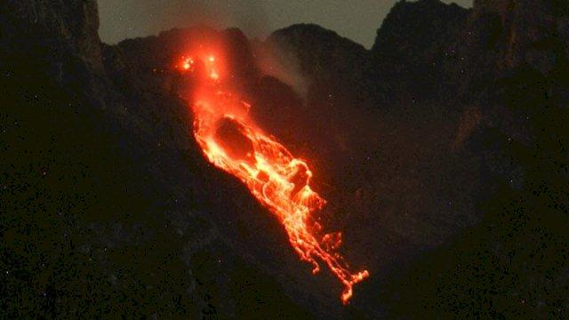 Waspada, Dua Kubah Lava Gunung Merapi Bertambah Tinggi