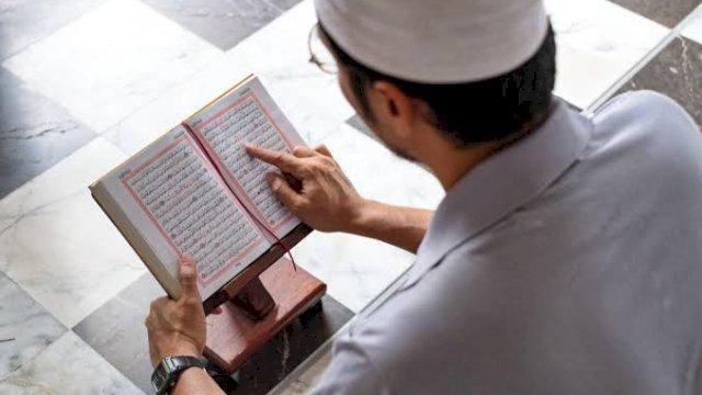 Bisa-bisanya Al-Quran Dijadikan Bahan Petasan di Acara Pernikahan