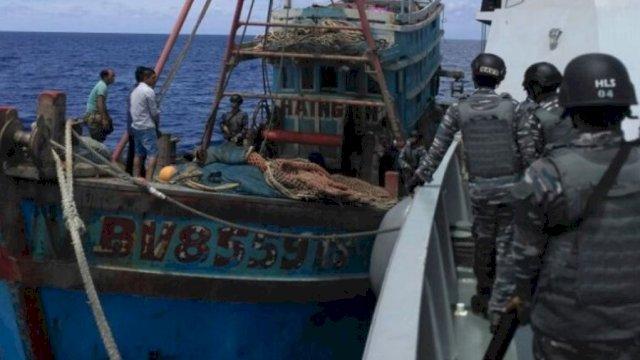 Curi Ikan, KKP Tangkap Satu Kapal Asing di Selat Malaka