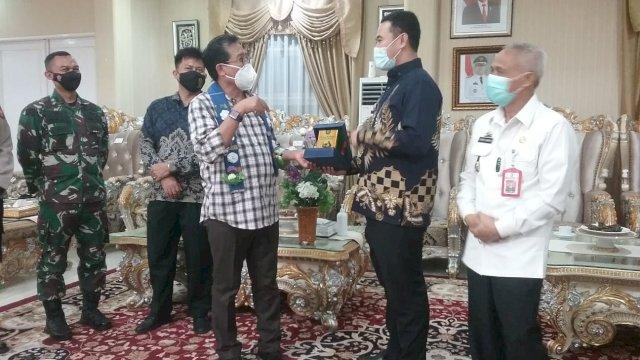 Kunjungan ke Pangkep Sulsel, Jubir Fadjroel Rahman Beri Support Bupati Yusran Dalam Penanganan Covid-19