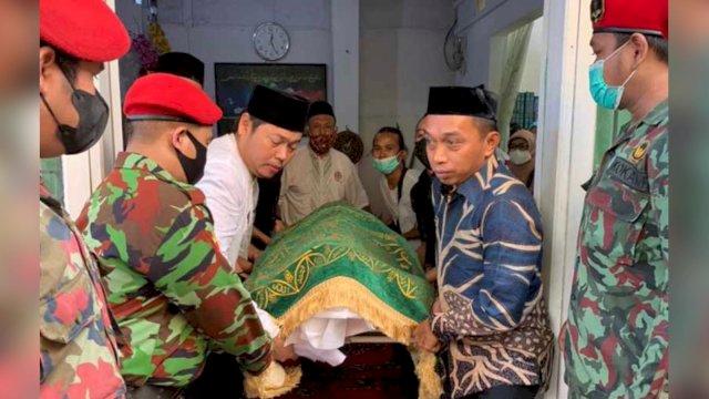 Sekretaris NasDem Syaharuddin Didikan Iskandar Tompo Ikut Usung Jenazah Ulama Muhammadiyah
