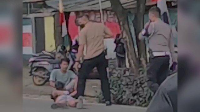 Rombongan Mobil Wakapolda Sulsel Berhenti di Tengah Jalan, Lerai Warga yang Hendak Bertikai