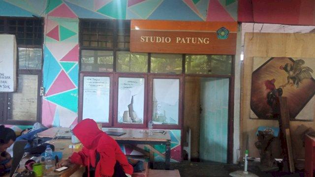Sekretariat Mahasiswa Seni Rupa Unismuh Makassar Diserang Orang Bertopeng