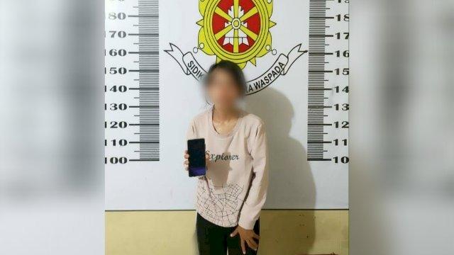 Pencopet Wanita Berparas Cantik di Makassar Curi HP di Takalar, Lalu Serahkan ke Orang Tua