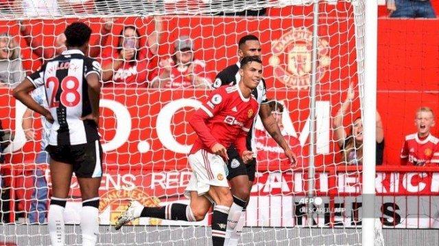Ronaldo Datang Langsung Cetak 2 Gol, Manchester United Naik ke Puncak