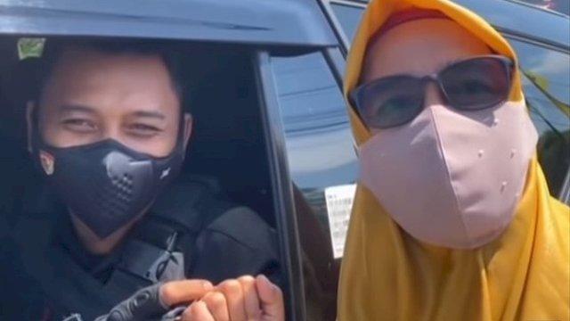 Potret Haru Paspampres yang Sedang Kawal Presiden Tak Sengaja Bertemu Ibunya di Jalan