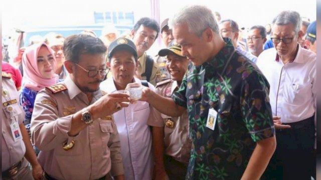 Gubernur Ganjar Saling Puji Mentan Syahrul, Netizen: Capres dan Cawapres 2024