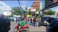 Dua Tahun Jokowi-Maruf Amin, Mahasiswa Blokir Jalan Batas Kota Makassar-Gowa