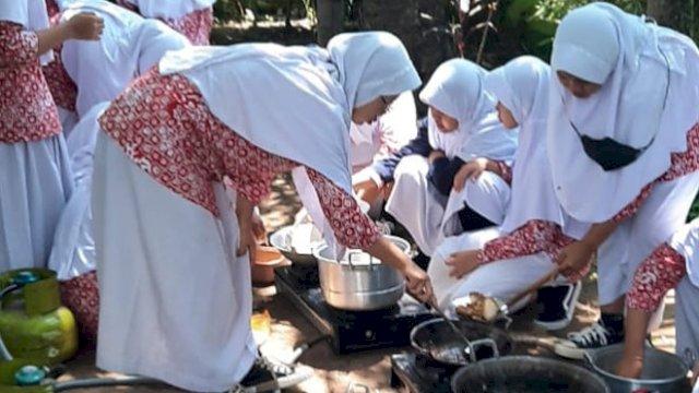 Makan Nasi Goreng, Sejumlah Santri Keracunan