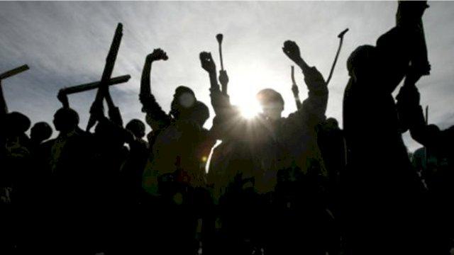 Diduga Hendak Tawuran, Belasan Remaja Bersenjata Tajam Ditangkap Polisi