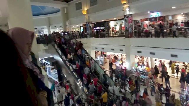 Suasana di Mall Panakkukang Makassar.